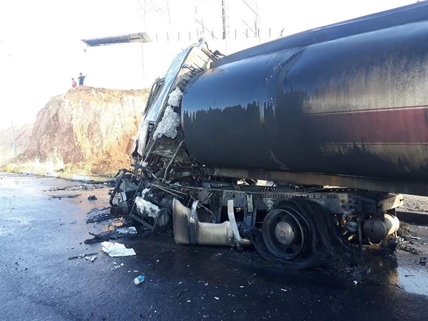 """صور .. احتراق 6 سيارات وتضرر اخر بحادث """"كبير"""" جنوب شرق اربيل"""