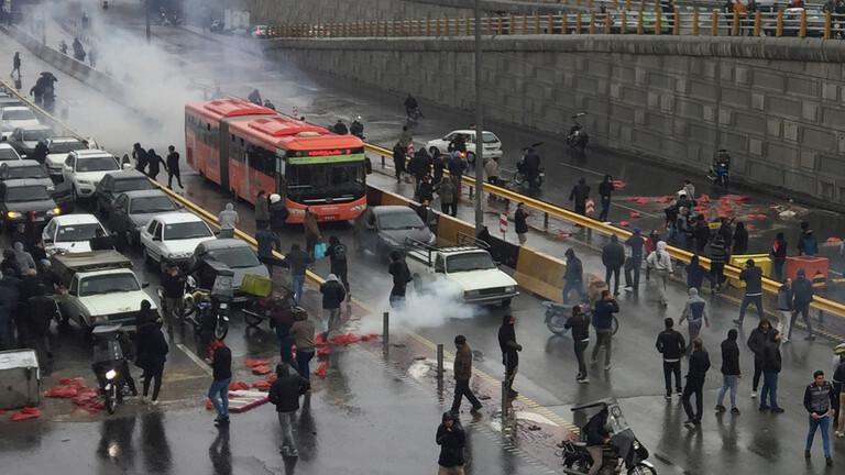 وكالة فارس: اعتقال نحو ألف شخص في الاحتجاجات خلال يومين