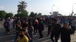 """عقب هجوم أنصار الصدر.. المتظاهرون يوجهون رسالة """"الفرصة الاخيرة"""" الى السيستاني"""