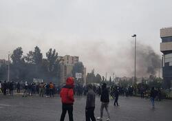 موقع ايراني: احتجاج ب12 مدينة وشعارات ضد خامنئي وإحراق المباني الحكومية والمصارف