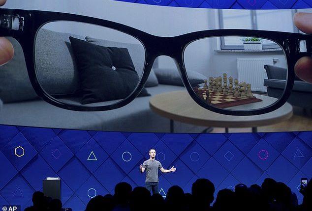 بالصور: نظارات مرتقبة من فيسبوك.. لن تحتاج للهاتف